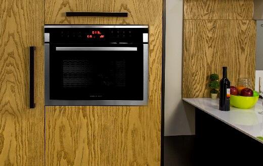 Компактная духовка Günter & Hauer EOK 4502 с функцией микроволновой печи